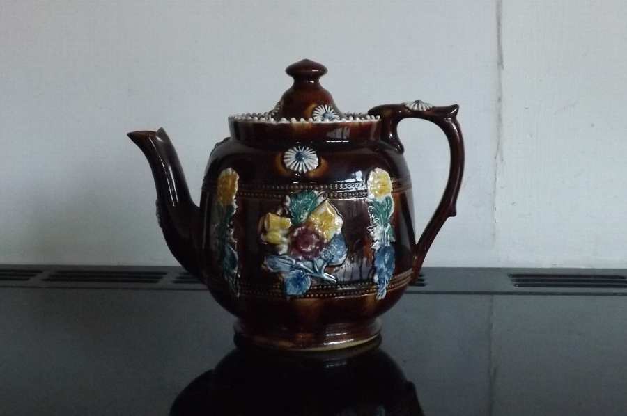 Teapot Measham ware bargee hold 6 large cups of tea in lovely condition. B16