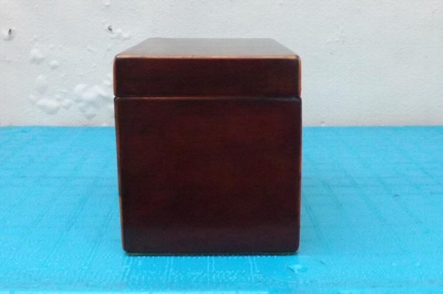 Antique Tea Caddie George111 mahogany with inlay in good order. B29