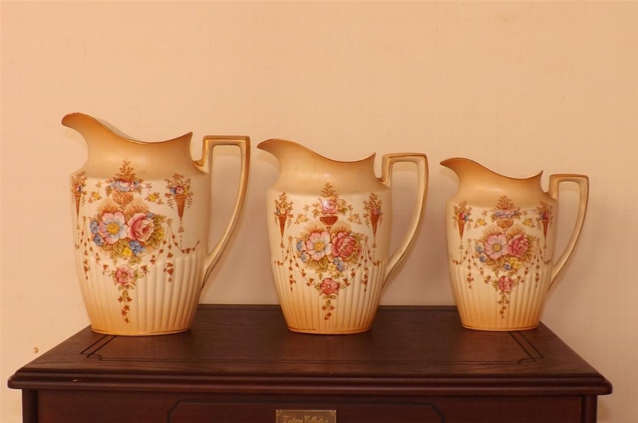 Crown Devon vintage graduated set of 3 jugs very rare items Victorian--- SBK