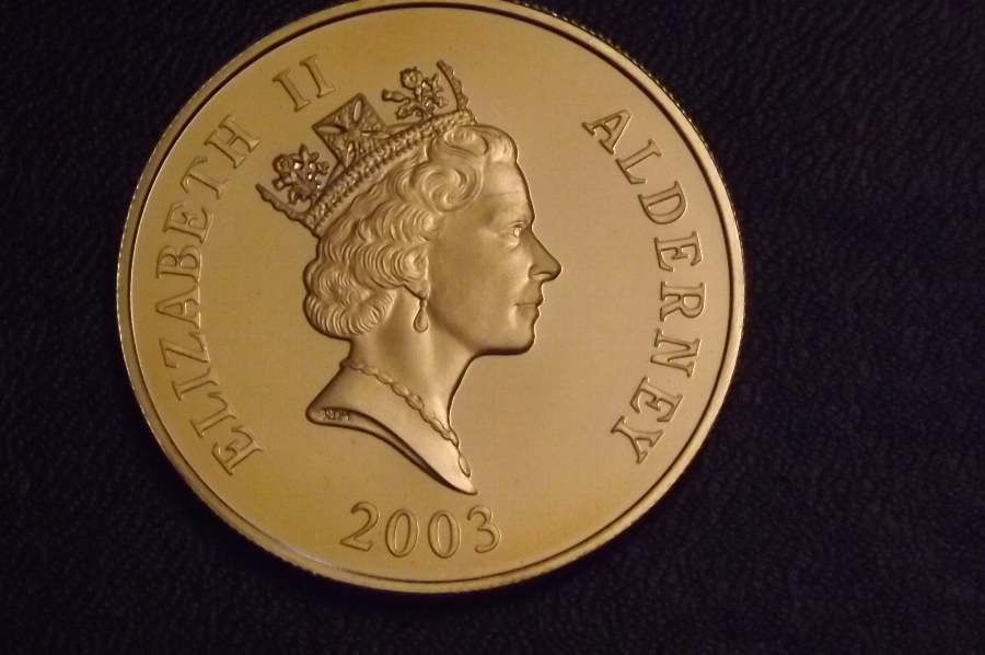 Silver 5 Pound piece British Coin Of the Relm Dated 2003. SB