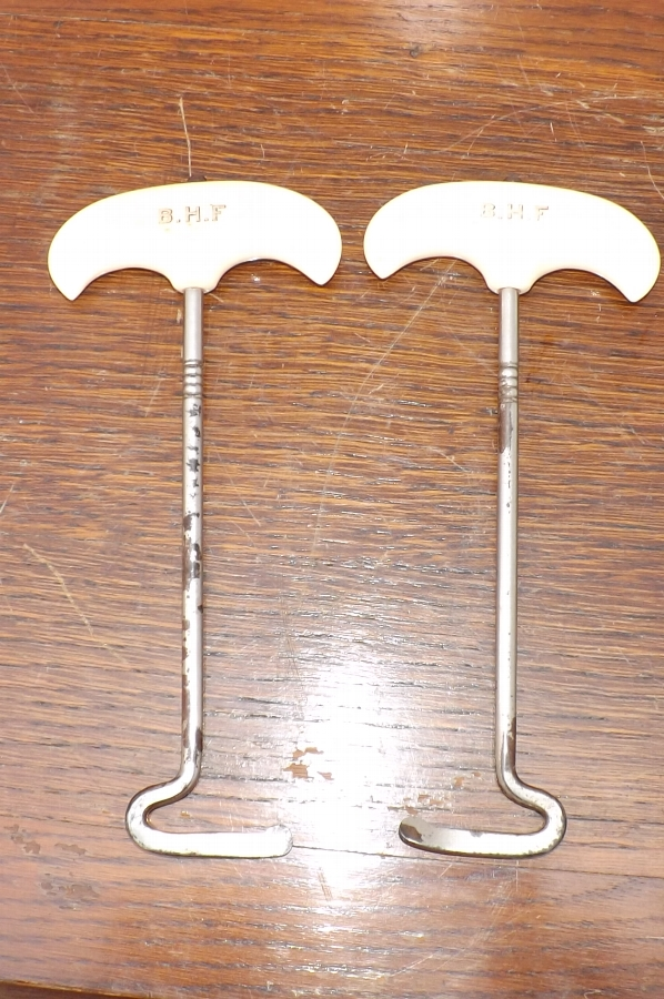 Antique Gentlemans Ivory handled boot pull's SB