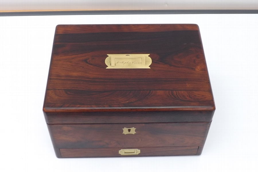 Box in rosewood containing ladies vanity items stunning item of quality. FBB