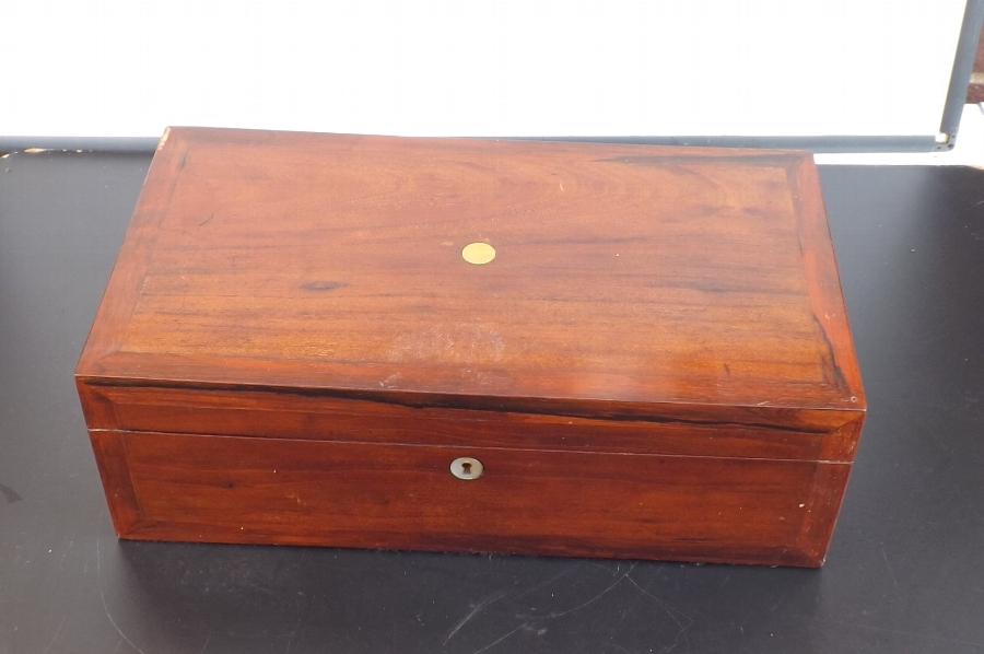 Writing box/slope mahogany with feather banding large quality Victorian Item.