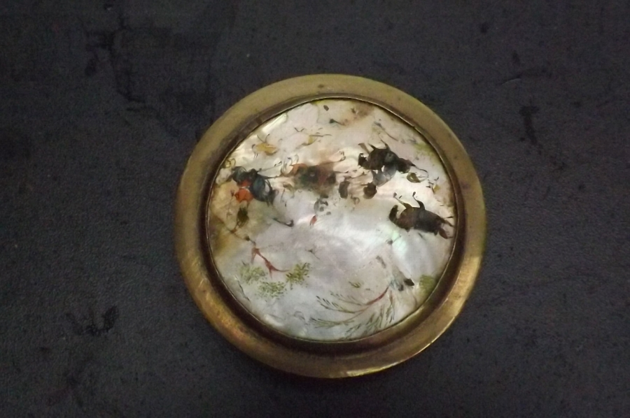 Pill box in brass with inlaid mother of pearl lid Chinese. B29