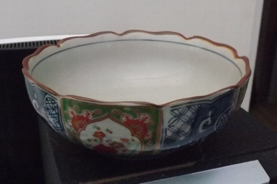 Chinese Bowl rare and beautiful. B29