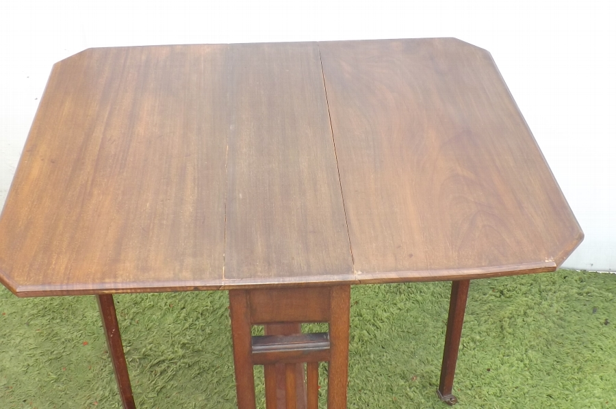 Antique Table Sutherland mahogany early traditional styled 20th century quality item