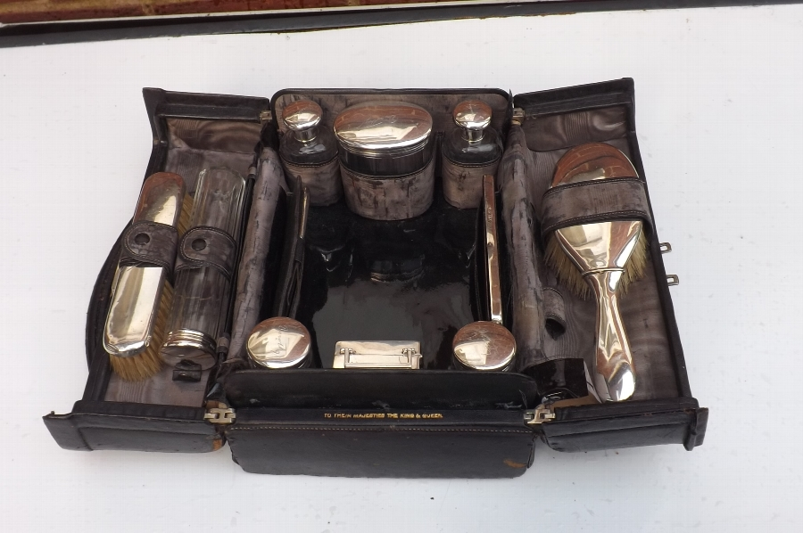 silver Lady's Condiment set in carrying case.