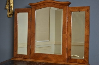 Antique Continental Dressing Table with Chair Sn2715