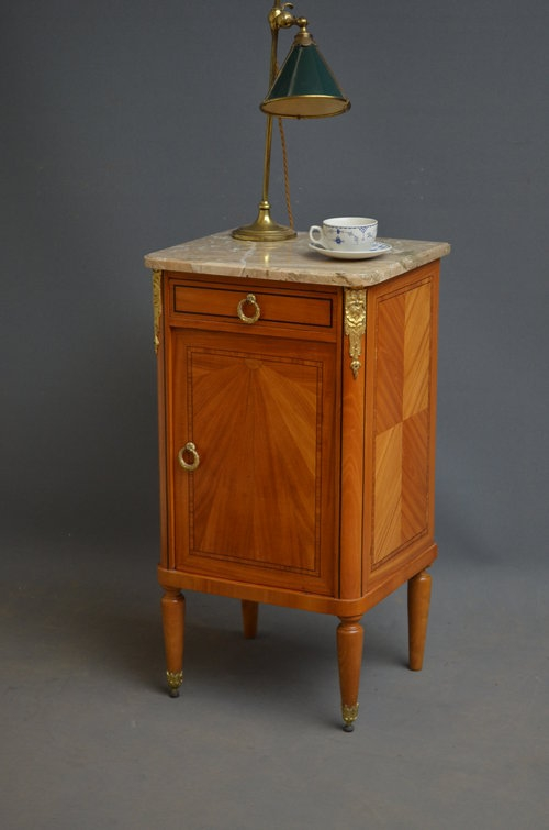 Attractive Bedside Cabinet sn2816