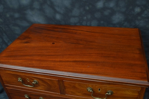 Antique Fine Georgian Chest of Drawers Sn007