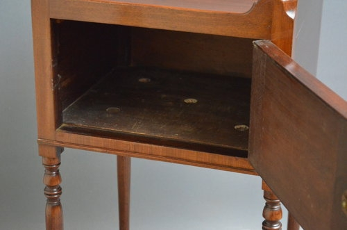 Antique Georgian Bedside Table - Mahogany Bedside Cabinet Sn3287
