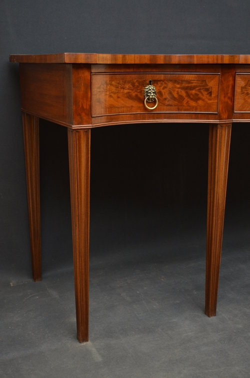 Antique Fine and Elegant Serving Table in Mahogany Sn3337
