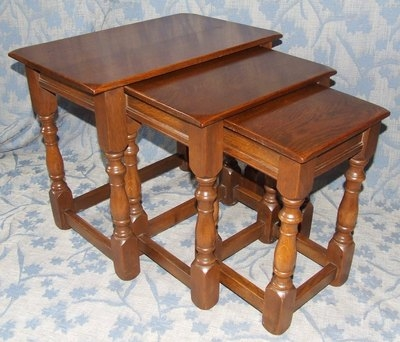 Antique Superb SOLID OAK Nest of 3 Occasional / Coffee Tables / Lamp Stands (28)