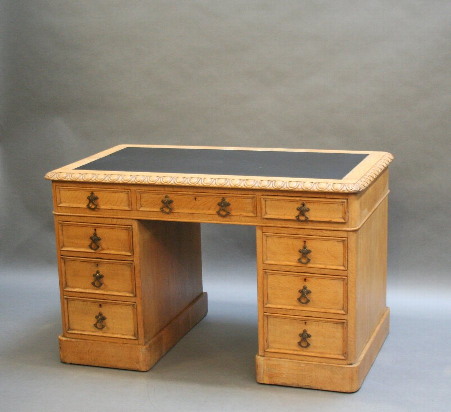 C19th pedestal desk, Gillows manner