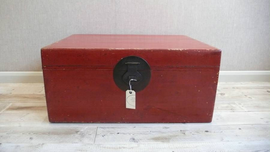 Red Lacquered Trunk
