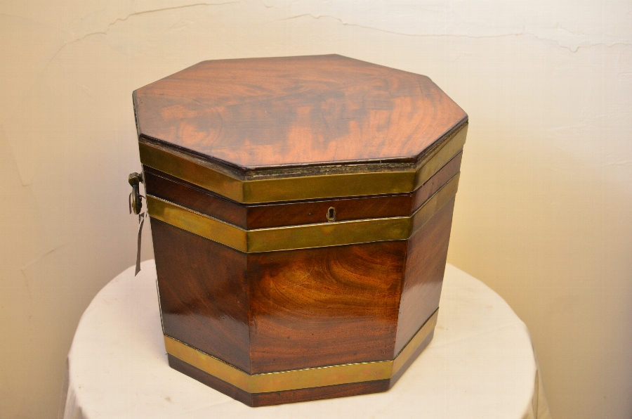 Beautiful 18th Century Mahogany wine cooler