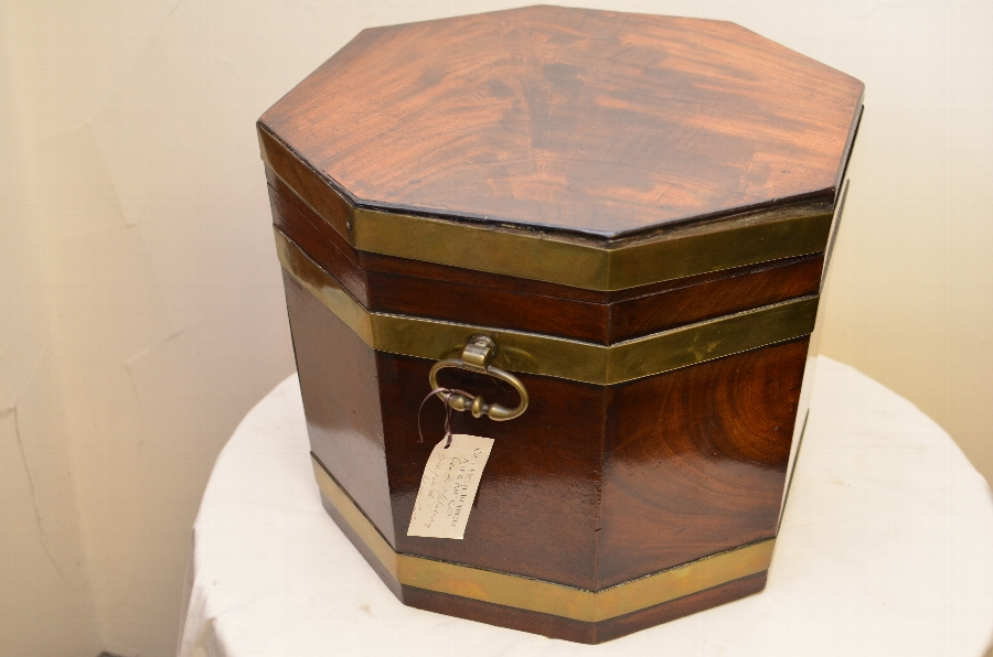 Antique Beautiful 18th Century Mahogany wine cooler