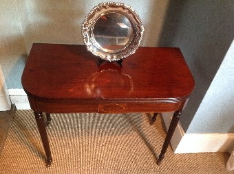Antique ANTIQUE REGENCY MAHOGANY TEA TABLE IN THE MANNER OF GILLOWS (C1820)