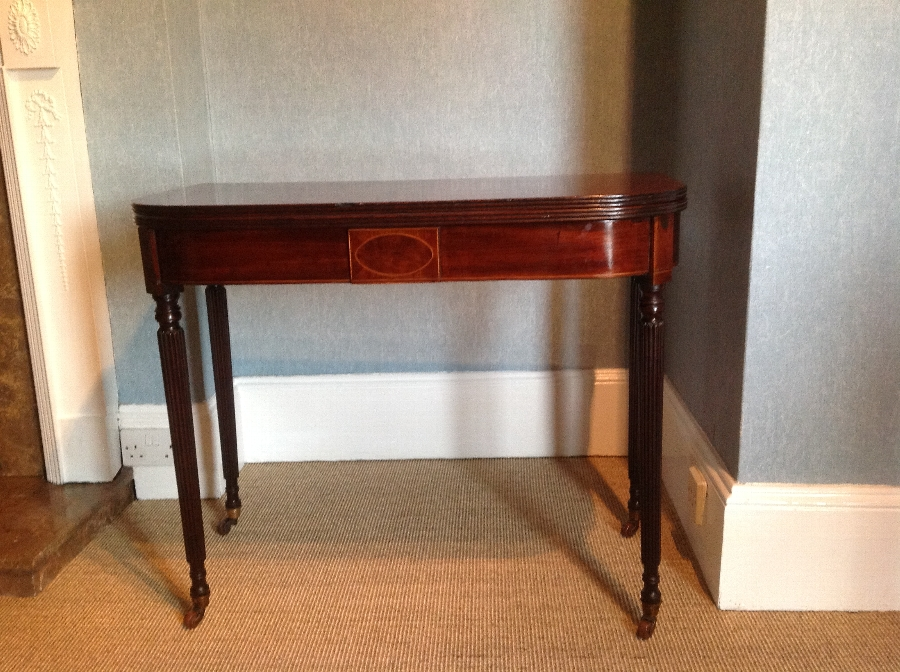 ANTIQUE REGENCY MAHOGANY TEA TABLE IN THE MANNER OF GILLOWS (C1820)