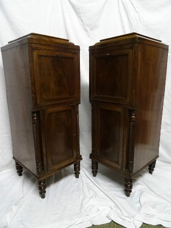 Antique BEAUTIFUL PAIR OF TALL REGENCY FIGURED MAHOGANY PEDESTAL BEDSIDE CABINETS