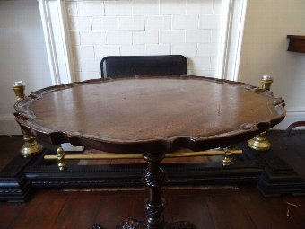 Antique BEAUTIFUL 19thc PERIOD ANTIQUE MAHOGANY IRISH TABLE WITH HAIRY LIONS PAW FEET