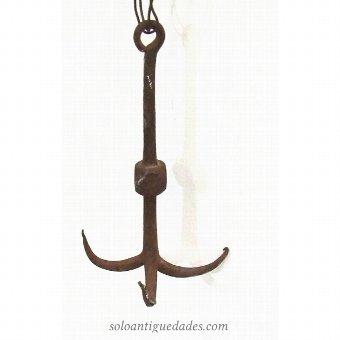 Antique Carraza the hub of three hooks semicircular