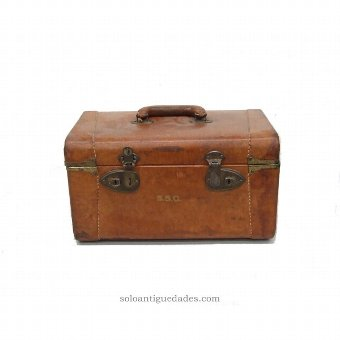 Antique Rigid leather suitcase. Acronyms SSG