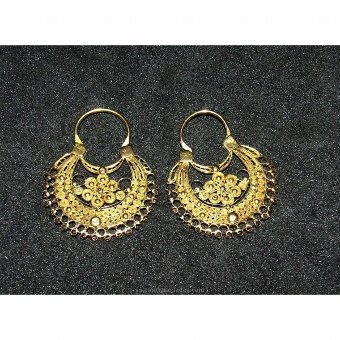 Antique Pair of gold earrings