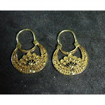 Antique Pair of earrings with filigree
