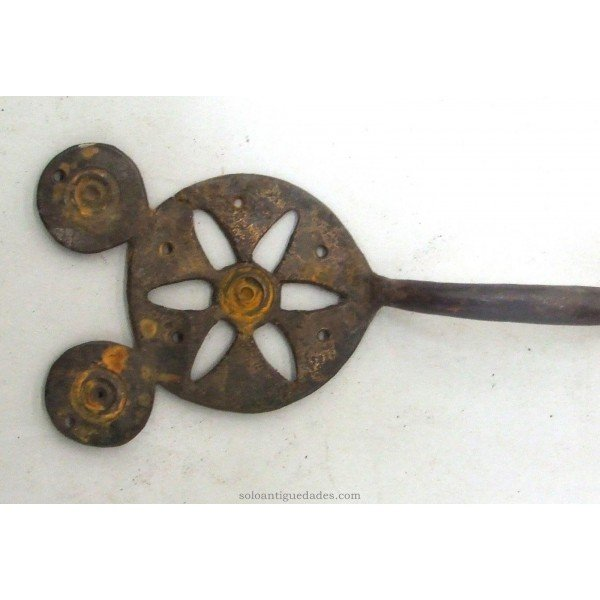 Antique Handle formed by two circular plates joined by cylindrical rod