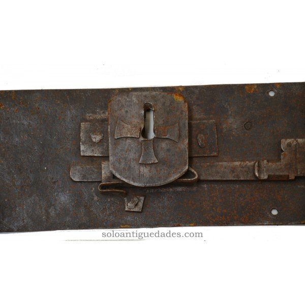 "Antique Lock shield decorated with ""Cross the temple"""