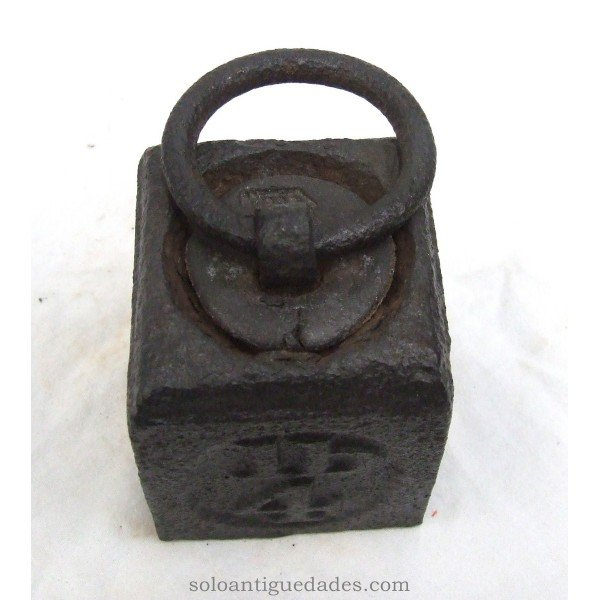 Antique Iron weighs 4 pounds