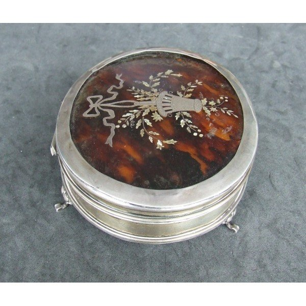 Antique Small silver box with floral decoration