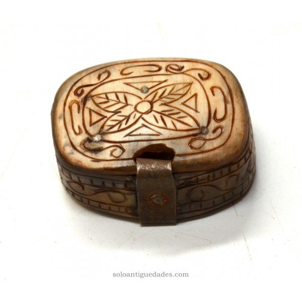 Antique Box engraved ivory collection