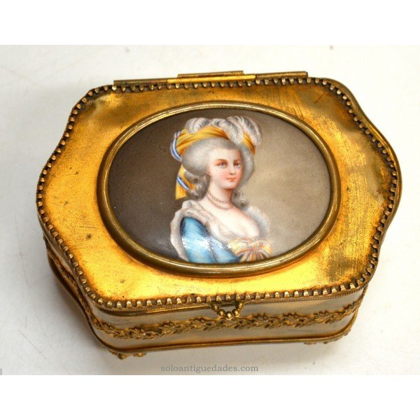 Antique Old gold jewelry with female portrait