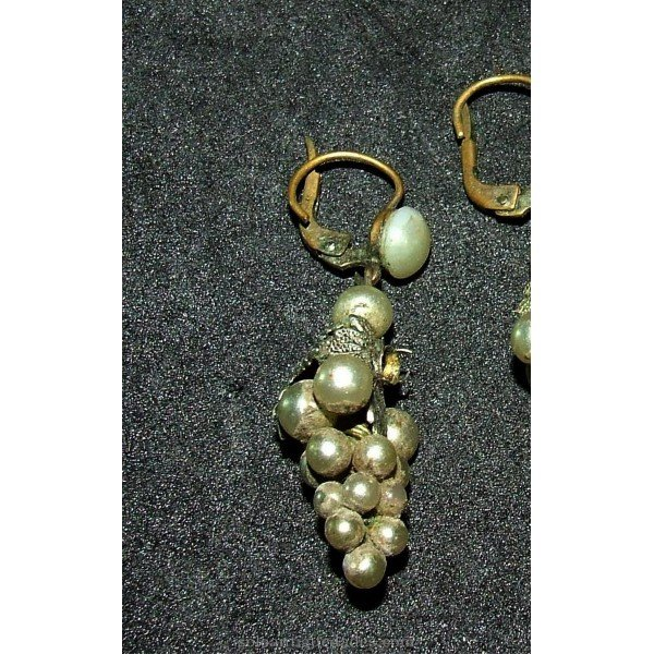 Antique Pendant with pearls. Form bunch of grapes