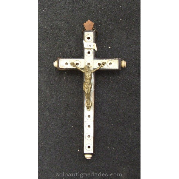 Wooden cross with pearl
