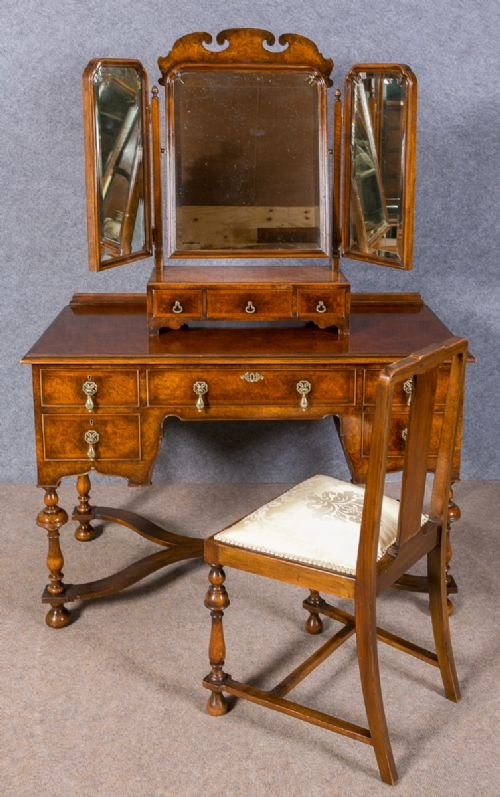 Waring & Gillows Burr Walnut Dressing Table