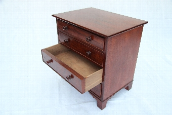 Antique Superb Victorian C19th Small Mahogany Chest OF Draws Good Colour