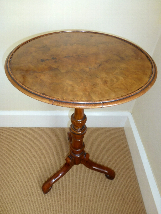 Antique  Fine Good quality Victorian tripod table