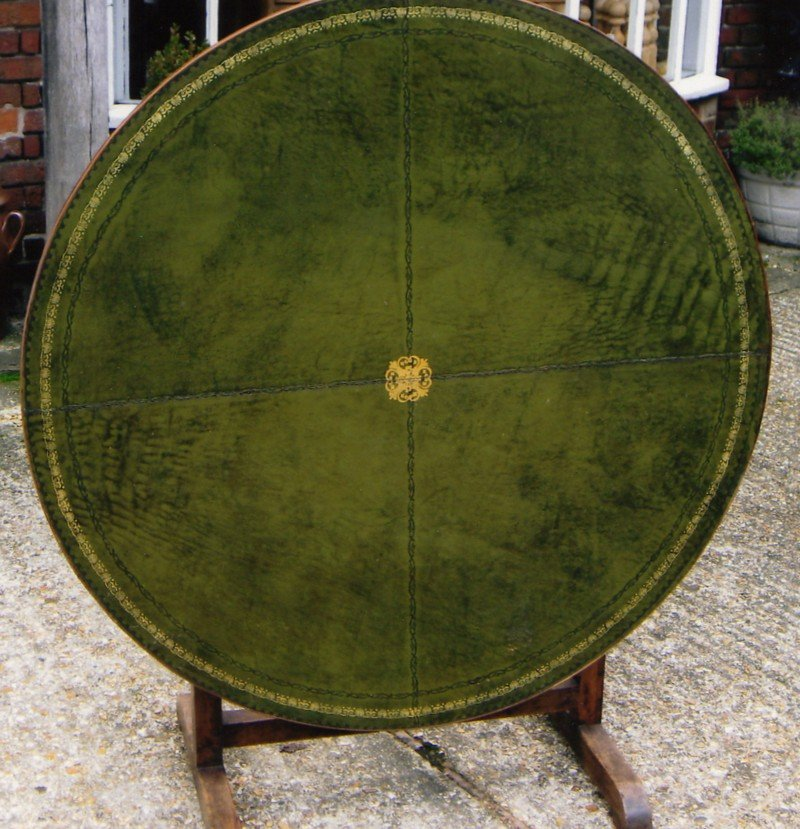 Circular Wine Table from Burgundy  M2577