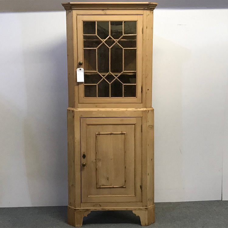 BEAUTIFUL GEORGIAN PINE CORNER CUPBOARD
