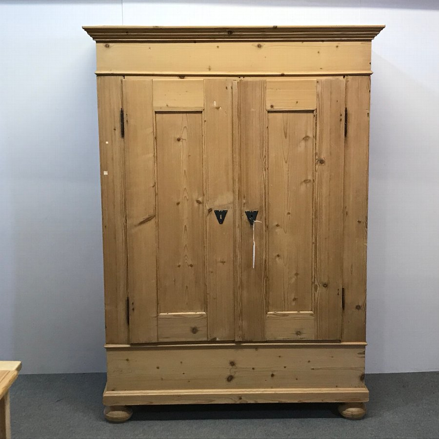 SMALL DEEP ANTIQUE PINE DOUBLE WARDROBE (DISMANTLES)