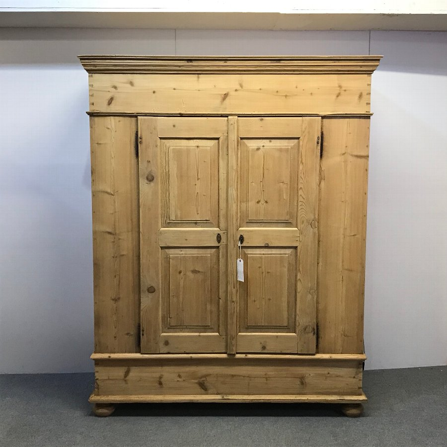 VERY DEEP 19TH CENTURY PINE DOUBLE WARDROBE (dismantles)