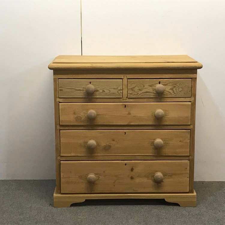 EDWARDIAN ENGLISH PINE CHEST OF DRAWERS