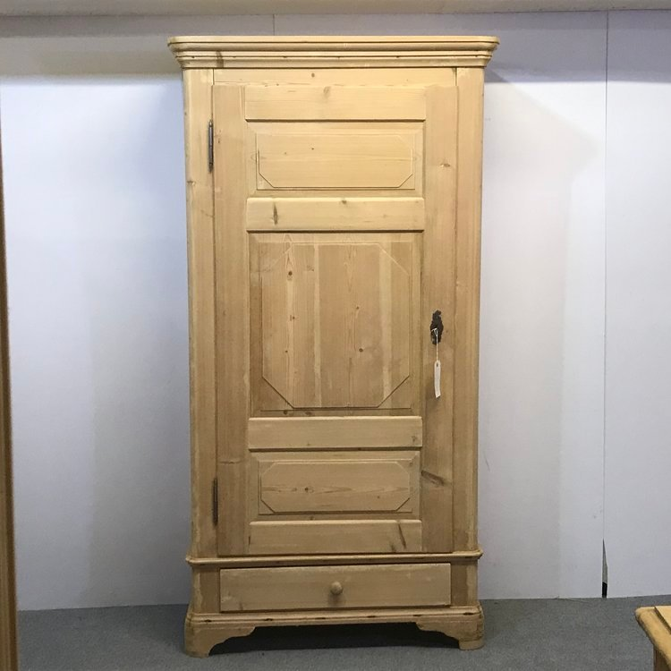 19TH CENTURY PINE HALL CUPBOARD
