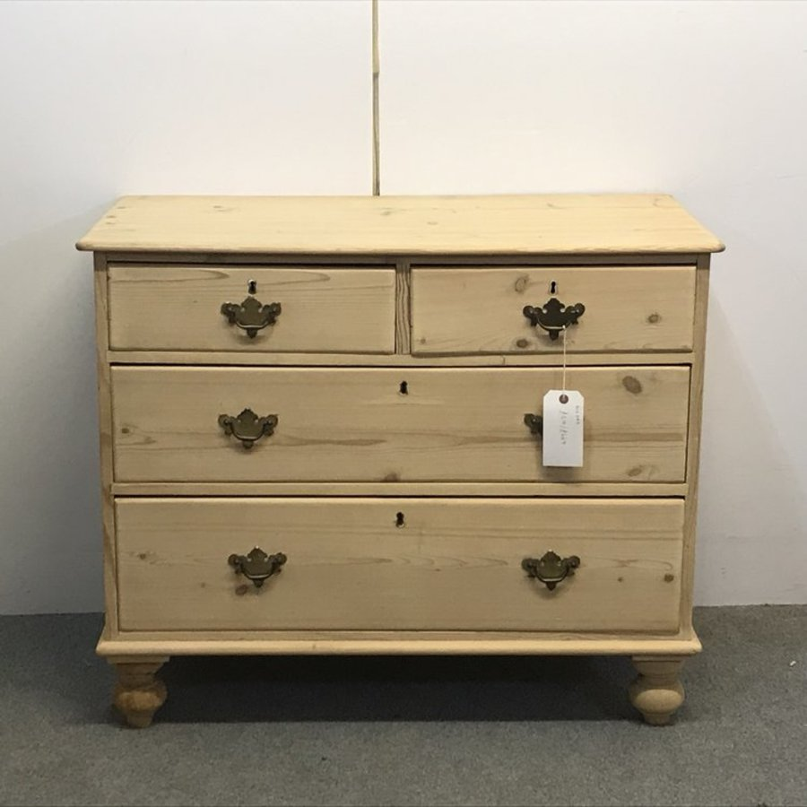 SMALL EDWARDIAN ENGLISH PINE CHEST OF DRAWERS