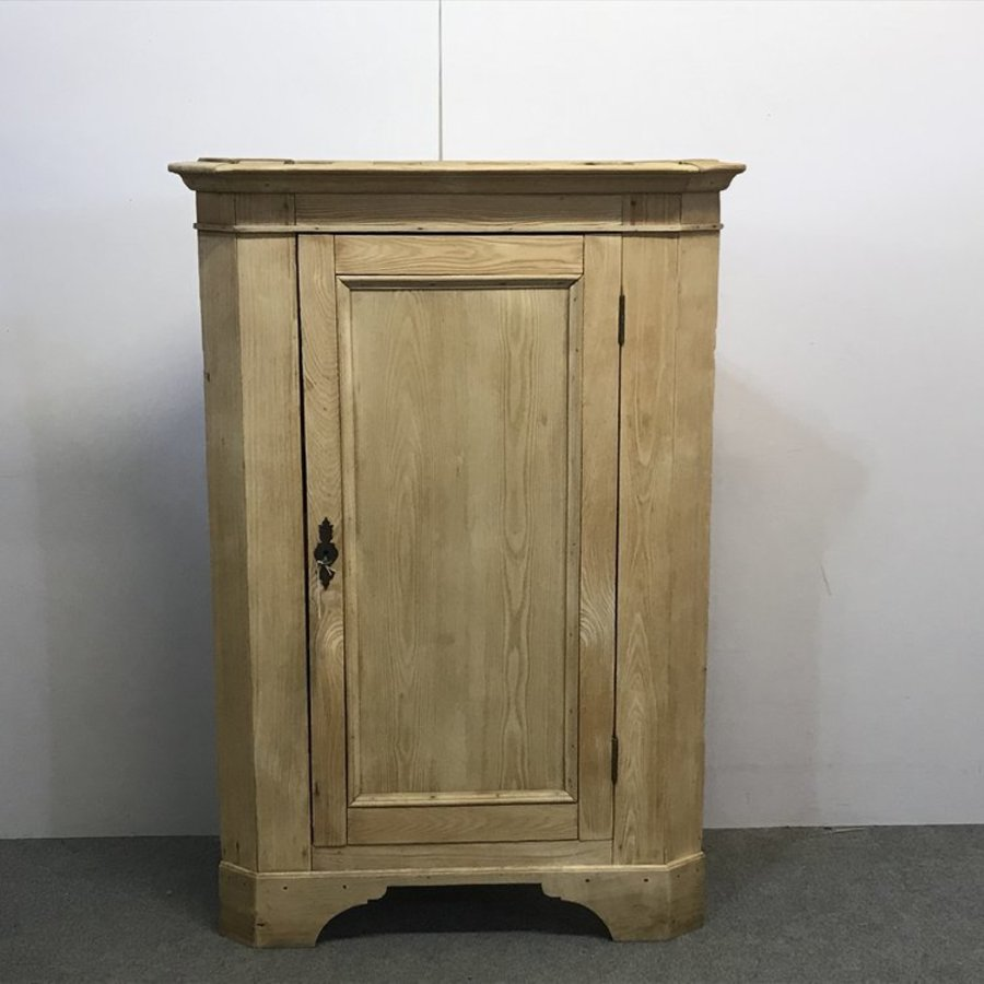OLD ASH FLOOR STANDING CORNER CUPBOARD