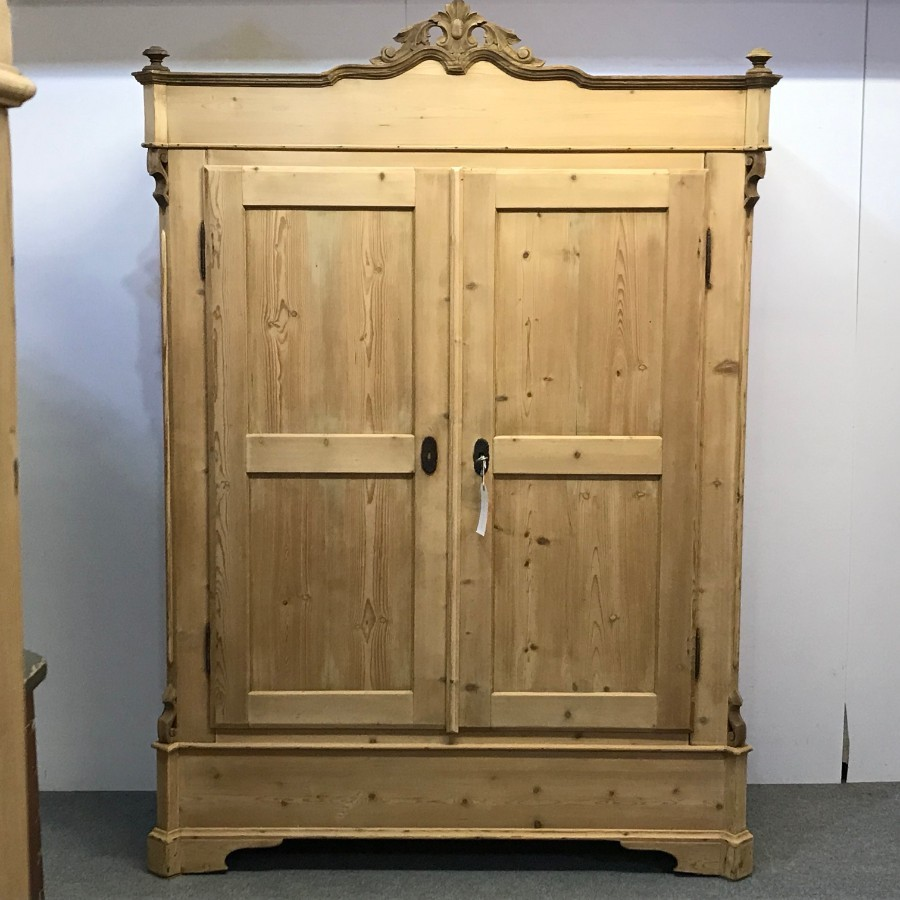 LARGE ANTIQUE CONTINENTAL PINE DOUBLE WARDROBE