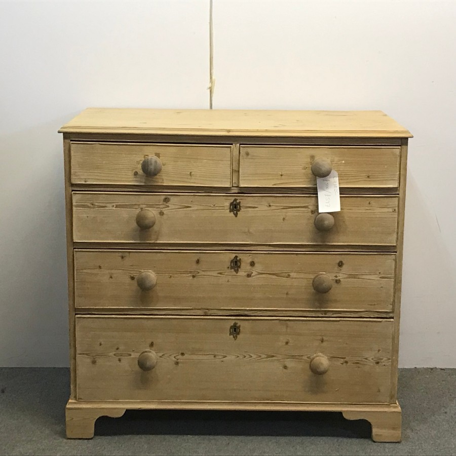 LATE 1700'S CHIPPENDALE PINE CHEST OF DRAWERS